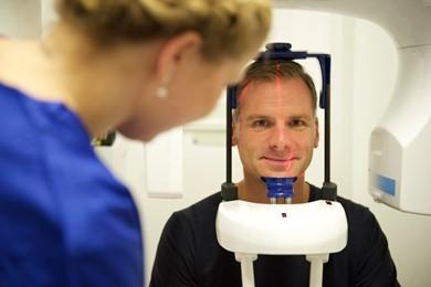 DVT Röntgen Aufnahmen von Kiefer und Mund