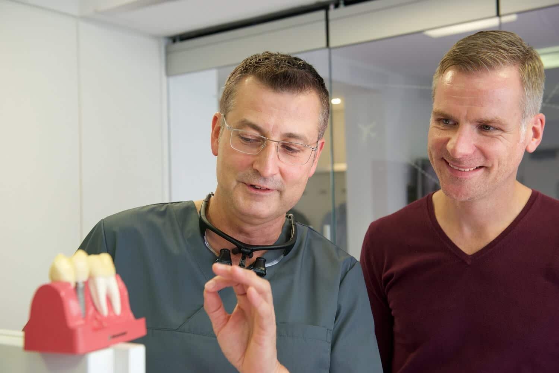 Beratung zur minimalinvasiven Implantologie in der ZPK Herne