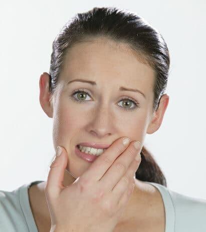 Karies Symptome Schmerzen Frau