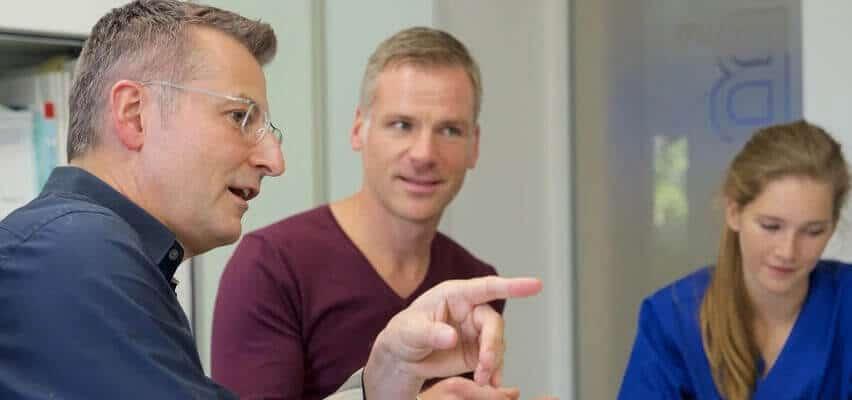 Zahnimplantat-Beratung für Patienten aus Gelsenkirchen - Zahnklinik-Standards