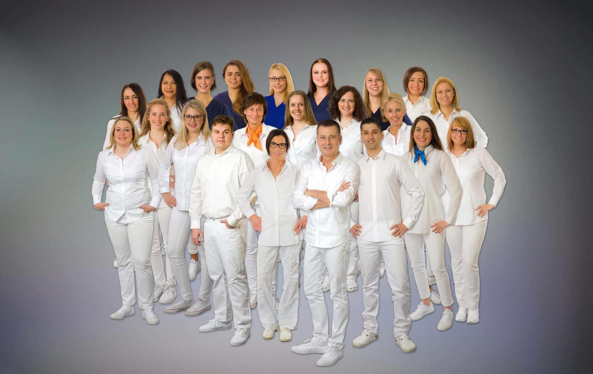 Team der Zahnärztlichen Praxisklinik Herne