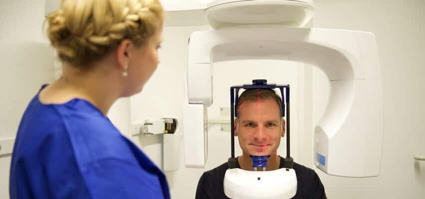 Zahnimplantate - 3D Implantation