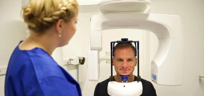 3D Implantation in der Zahnklinik