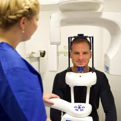 Zahnimplantation Schritt 2: 3D Röntgenaufnahmen