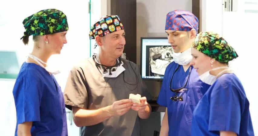 Zahnklinik für Implantologie und Zahnersatz